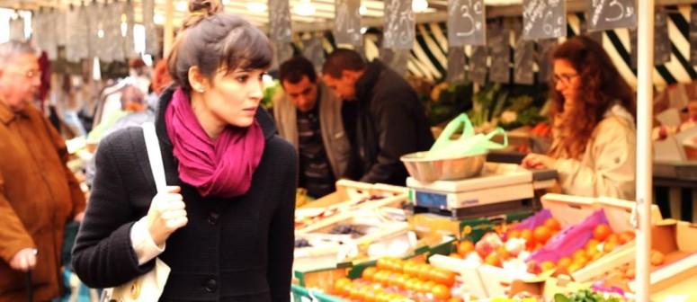 Uiara-Araujo-fazendo-compras-no-mercado-de-sabado-de-Chantilly-Arquivo-pessoal.jpg